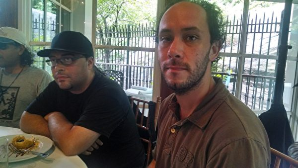 Andrew Vega(左)和Ron Lorenz(右)说,他们感觉被陈光标利用了。(Matthew Robertson/大纪元)