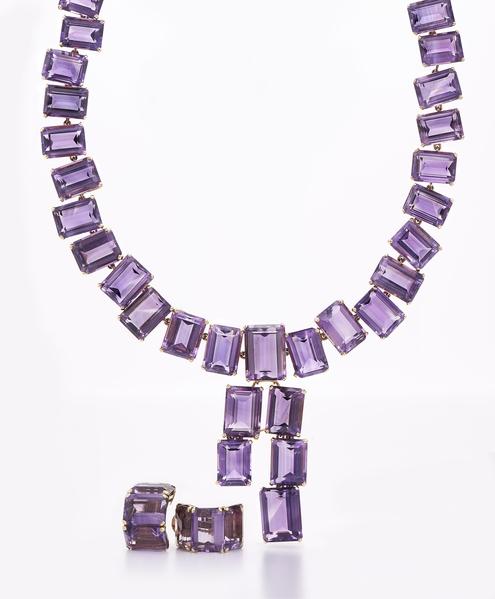 瓊‧克勞馥的紫水晶首飾套裝在Fred Leighton的展台上熠熠生輝(Masterpiece London提供)