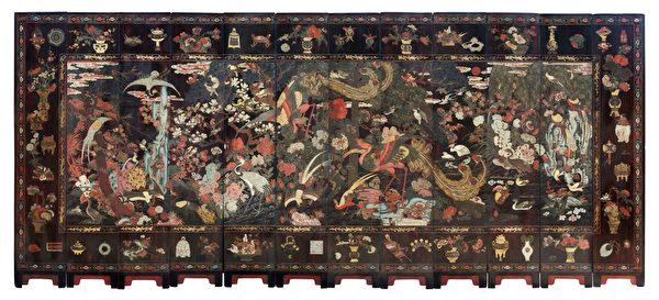 倫敦古董傢俱商Anthony Outred的康熙年間的12面板多彩漆屏,在預展當日就被倫敦的一個買家以六位數的價錢買走。(Anthony Outred 提供)