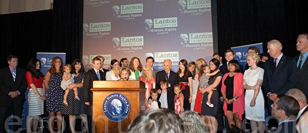 美東時間6月26日,蘭托斯基金會(Lantos Foundation for Human Rights and Justice)在美國國會山舉行第六屆頒獎典禮,授予以色列總統希蒙.佩雷斯(Shimon Peres)「蘭托斯人權獎」( Lantos Human Rights Prize)。(攝影:李莎/大紀元)