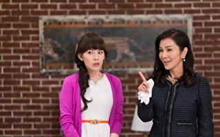 台湾最美丽的欧巴桑陈美凤(右),也接力上阵出演《终极X宿舍》。(八大提供)