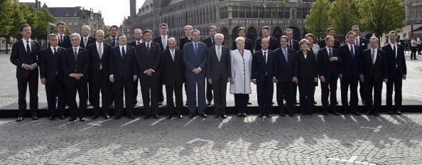 2014年6月26日,欧盟在比利时的伊伯尔举行的一战百年纪念活动,参加的全体欧盟领袖合影。(JOHN THYS/AFP/Getty Images)