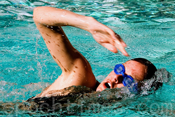 游泳(Rod Ferris/Fotolia)