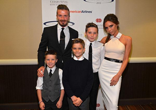 2012年维多利亚与丈夫和孩子们合影。(Alberto E. Rodriguez/Getty Images)