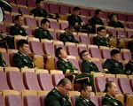 7月25日,中共黨媒刊文稱,120年前清朝甲午戰敗是因為當時清軍中普遍買普遍買官賣官。其實,中共軍隊遠甚晚清。圖為,2012年6月29日,一支中共軍方的樂團。(AFP PHOTO / Ed Jones)