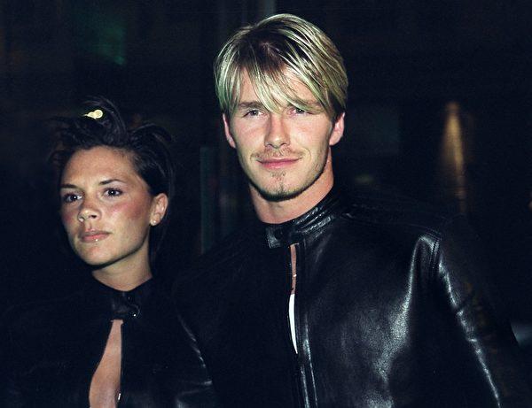 1999年6月11日貝克漢姆與未婚妻維多利亞的合影(SINEAD LYNCH/AFP)