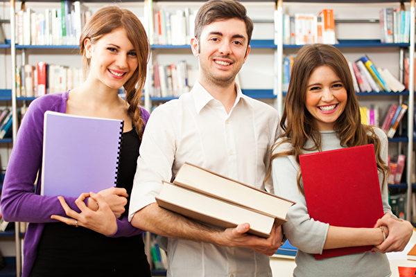 美國大學生暑期實習月薪高達7,000美元