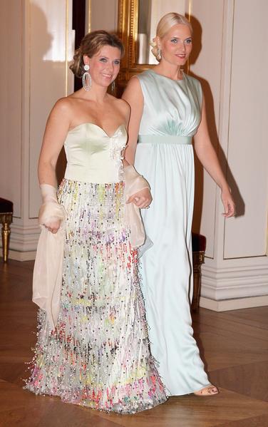 挪威公主瑪塔•路易絲(左)與梅特•瑪麗特王太子妃。(Chris Jackson/Getty Images)