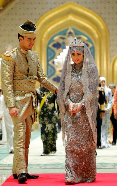 2012年,文萊四公主哈賈在王宮下嫁公務員哈吉。(STR/AFP/GettyImages)