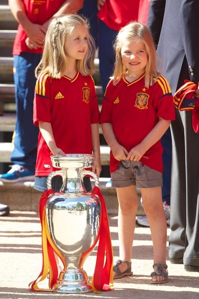 西班牙的萊昂諾爾小公主與妹妹蘇菲亞小公主(右)。(Pool/Getty Images)