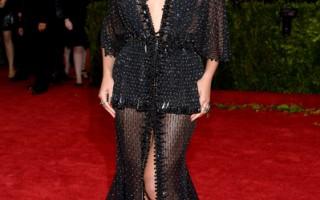 """""""富比世""""杂志今天公布百大名流权势榜,美国流行音乐天后碧昂丝在媒体和社群媒体的曝光度,让她稳坐冠军宝座。图为碧昂斯在纽约出席时装学院庆典。(Dimitrios Kambouris/Getty Images)"""