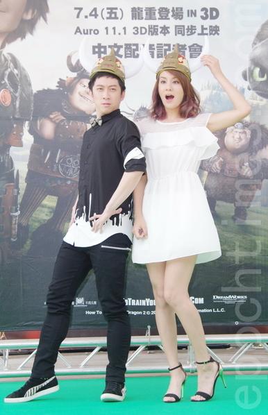 陈汉典(左)、莎莎于7月1日在台北为《驯龙高手2》中文配音卡司见面会现身。(黄宗茂/大纪元)