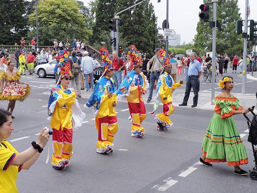 法蘭克福多元文化大遊行吸引著眾多外國族裔展示自己的文化。 (清颻/大紀元)