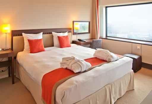 因应酒店的高房价,游客纷纷转向一些订房服务网站,选择较低廉的公寓或是民宿。(fotolia)