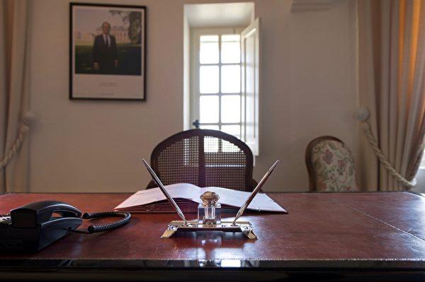 布雷冈松堡法国总统的办公室(BERTRAND LANGLOIS/AFP/Getty Images)