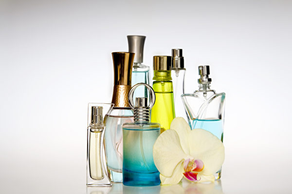 挑选适合的香水,度过淡雅幽香的夏季。(Fotolia.com)