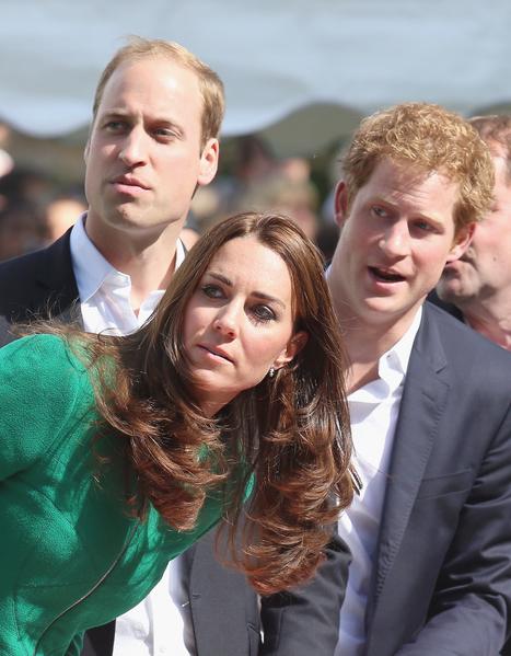 英國騎手卡文迪什在距離終點250米處摔倒受傷,三位王室成員見證了這一意外。(Chris Jackson - WPA Pool/Getty Images)