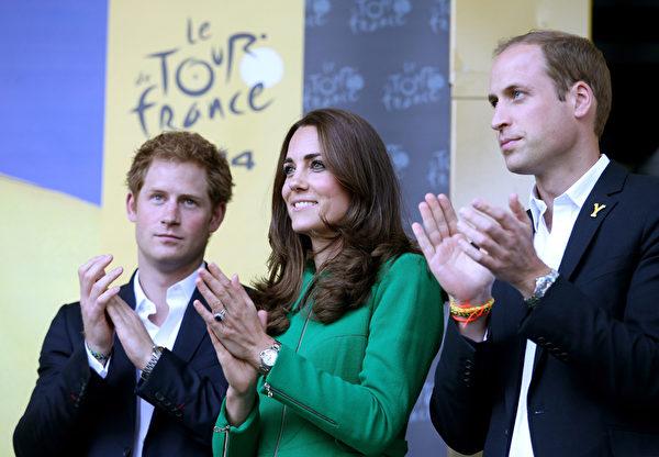 2014年7月5日,威廉王子、凱特王妃與哈利王子在英國利茲出席第101屆環法自行車賽開幕式。(Chris Jackson - WPA Pool/Getty Images)