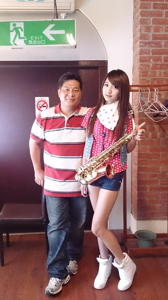 近期許雅涵(右)將擔任2014年世界相撲大賽主題曲創作並獻聲,另有戲劇演出正洽談中。(漂兒音樂提供)