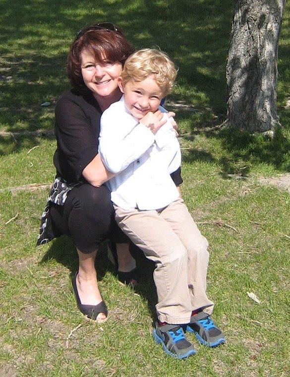 卡爾加里警方出示同時失蹤的5歲男孩Nathan O'Brien 及其外祖母Kathy Liknes的照片。(加通社)