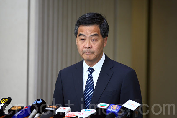 """香港特首7月8日早上出席行政会议前,再次批评立法会泛民议员""""拉布"""",造成大量议题积压。随即遭立法会主席曾钰成反驳称说法太过简单。(潘在殊/大纪元)"""