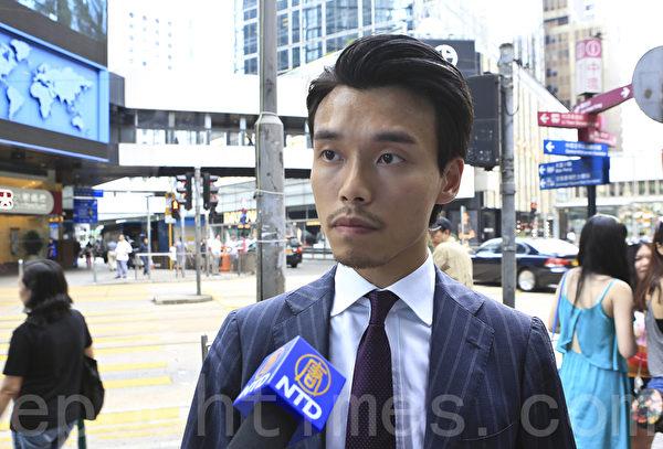 香港市民认为移民美加是首选(余钢/大纪元)
