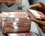 人民幣在台灣漸漸流通,不過台聯黨團總召賴振昌批評,中央銀行未先建立有效人民幣回流機制,就與中國人民銀行簽署「兩岸貨幣清算合作備忘錄」,將造成國安問題。(AFP)