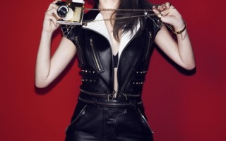 ELVA萧亚轩加盟新东家,推出第13张个人专辑《不解释亲吻》。(索尼音乐提供)
