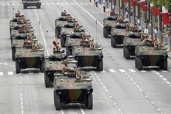 法国陆军装甲车方阵(AFP)