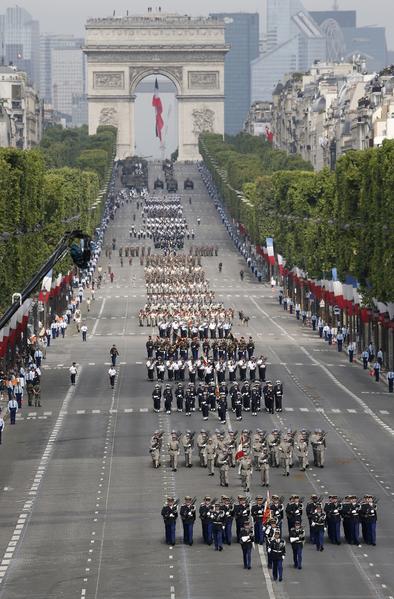 法国国庆阅兵游行队伍中的步行队伍。(AFP)