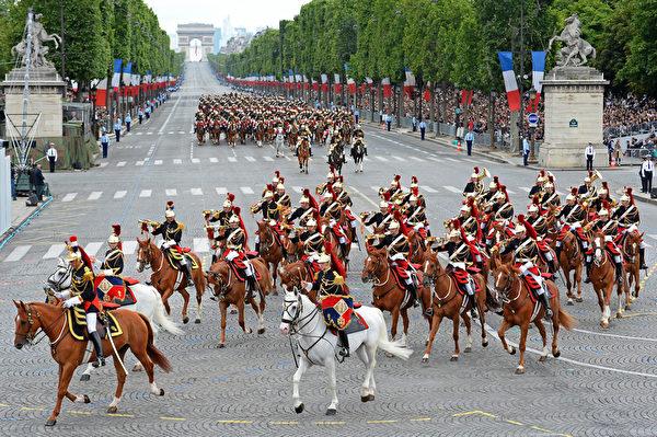 共和国卫队骑兵团(Régiment de cavalerie de la Garde Républicaine)(AFP)
