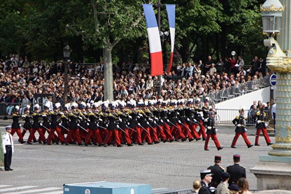 巴黎综合理工学校方阵(Ecole Polytechnique)(叶萧斌/大纪元)