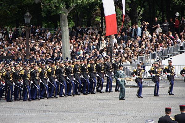 法国国家宪兵学校方阵(Ecole des officiers de la gendarmerie Nationale)(叶萧斌/大纪元)