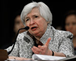 """美联储(Fed)主席耶伦,7月15日为美国参议院,银行委员会半年度的报告中说:""""高度的货币宽松政策仍然适用""""。 (Win McNamee/Getty Images)"""