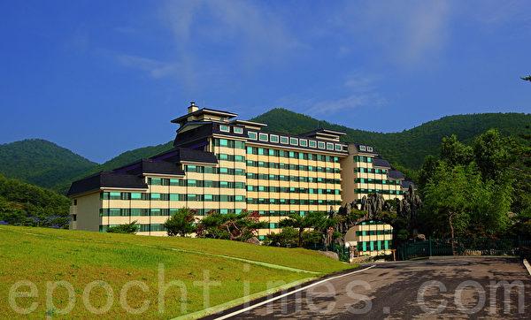 """韩国集疗养、休闲、和观光于一身的休假胜地——""""东海药疗、温泉疗养城""""。(摄影:全宇/大纪元)"""