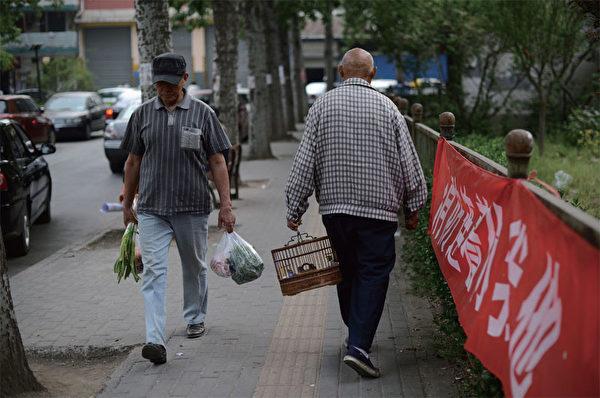面對高漲的物價、房價等民生問題,大陸老百姓看不到在位者任何具體的改革措施。(AFP)