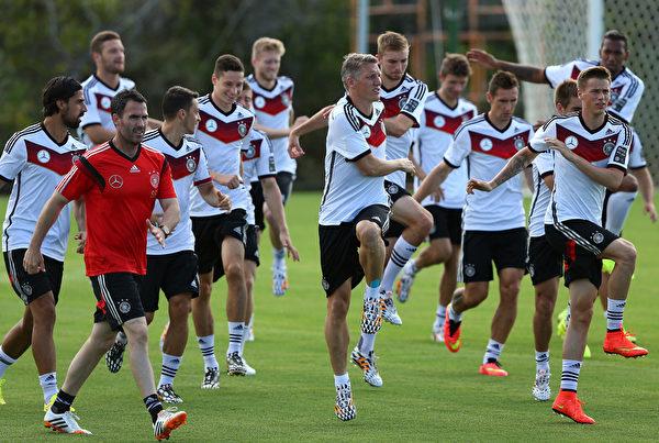 6月14日,德國國家隊在巴伊亞州的選手村受訓。(Martin Rose/Getty Images)