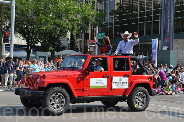 2014年7月18日,一年一度的加拿大埃德蒙顿淘金节(K-Day)在大游行中拉开序幕。图为大游行。(陈新宇/大纪元)