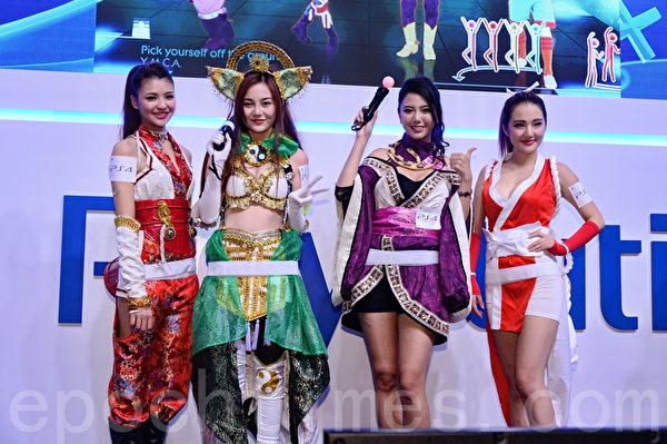 香港動漫節星期五正式開鑼,今年參展商推出大量人氣動漫及電玩產品,會場內提及各種獨家優惠。(宋祥龍/大紀元)
