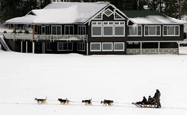 美国纽约州普莱西德湖狗拉雪橇(DON EMMERT/AFP/Getty Images)