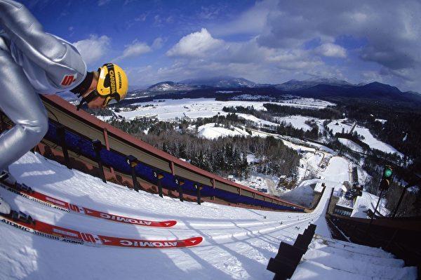 美国纽约州普莱西德湖滑雪活动(Al Bello  /Allsport/Getty Images)