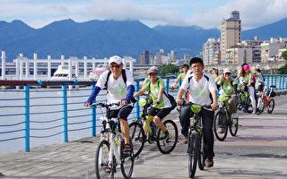 交通大学校友会自行车社暨品茗社在台北市大稻埕码头举办联合活动。(张育华/大纪元)