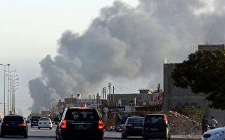 利比亞首都近日安全局勢持續惡化。美國國務院7月26日(週六)表示,由於暴力肆虐,美國大使館人員約150人撤離美駐的黎波里(Tripoli)使館,其中包括80名美海軍陸戰隊員。圖為7月24日,黎波裡機場附近濃煙滾滾。(AFP)