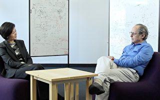 新唐人电视台记者方菲专访2013年诺贝尔化学奖得主——迈克尔.莱维特(Michael Levitt)。(图片:新唐人电视提供)