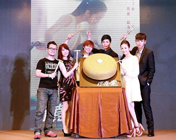 九把刀與柴智屏領著新片《打噴嚏》主演在台北亮相。(群星瑞智提供)