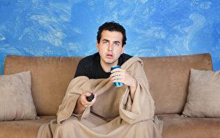 壓力過大看電視無助放鬆 反增內疚感