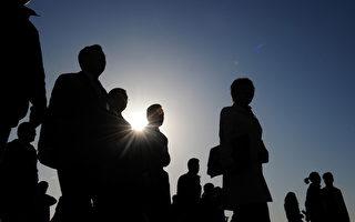 """虽然""""红二代""""已经分裂,但是各大阵营仍不断发声,试图影响习近平和今后中共的走向。图为北京天安门广场。(Frederic J. BROWN/AFP)"""