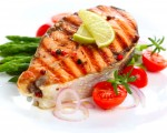 鮭魚一直被視為健康食材之一。然而,一項新的研究卻驗出高達81種以上的藥物殘留。(圖片來源:Fotolia)