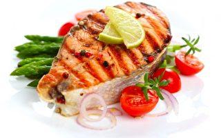 鲑鱼一直被视为健康食材之一。然而,一项新的研究却验出高达81种以上的药物残留。(图片来源:Fotolia)