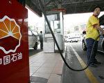 图为上海一间加油站。资料照片。(LIU Jin/AFP)